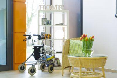 """Das Bild zeigt den Eingangsbereich zu der preisgekrönten Demenz-Wohngemeinschaft """"Leben in Schaffrath"""" der APD Ambulante Pflegedienste Gelsenkirchen GmbH."""